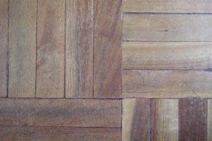 C mo recuperar los pisos de madera en mal estado - Rellenar juntas piso madera ...